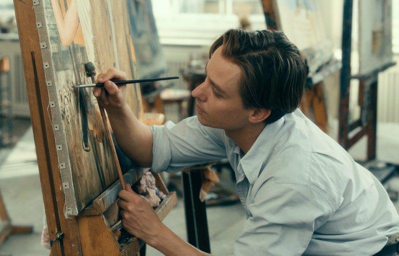 Kurt (Tom Schilling) beim Malen im Studium